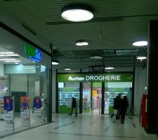 Auchan Drogherie în incinta hipermarketului Drumul Taberei