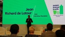 Carrefour lansează un program de folosire responsabilă a plasticului și introduce plata cu PET-ul